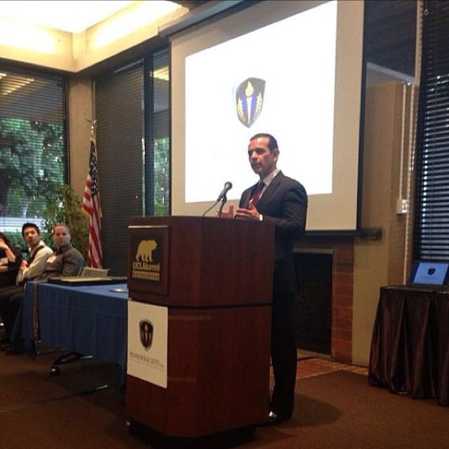 Former Los Angeles Mayor Antonio Villaraigosa sharing words of wisdom to the new inductees. #honorsociety